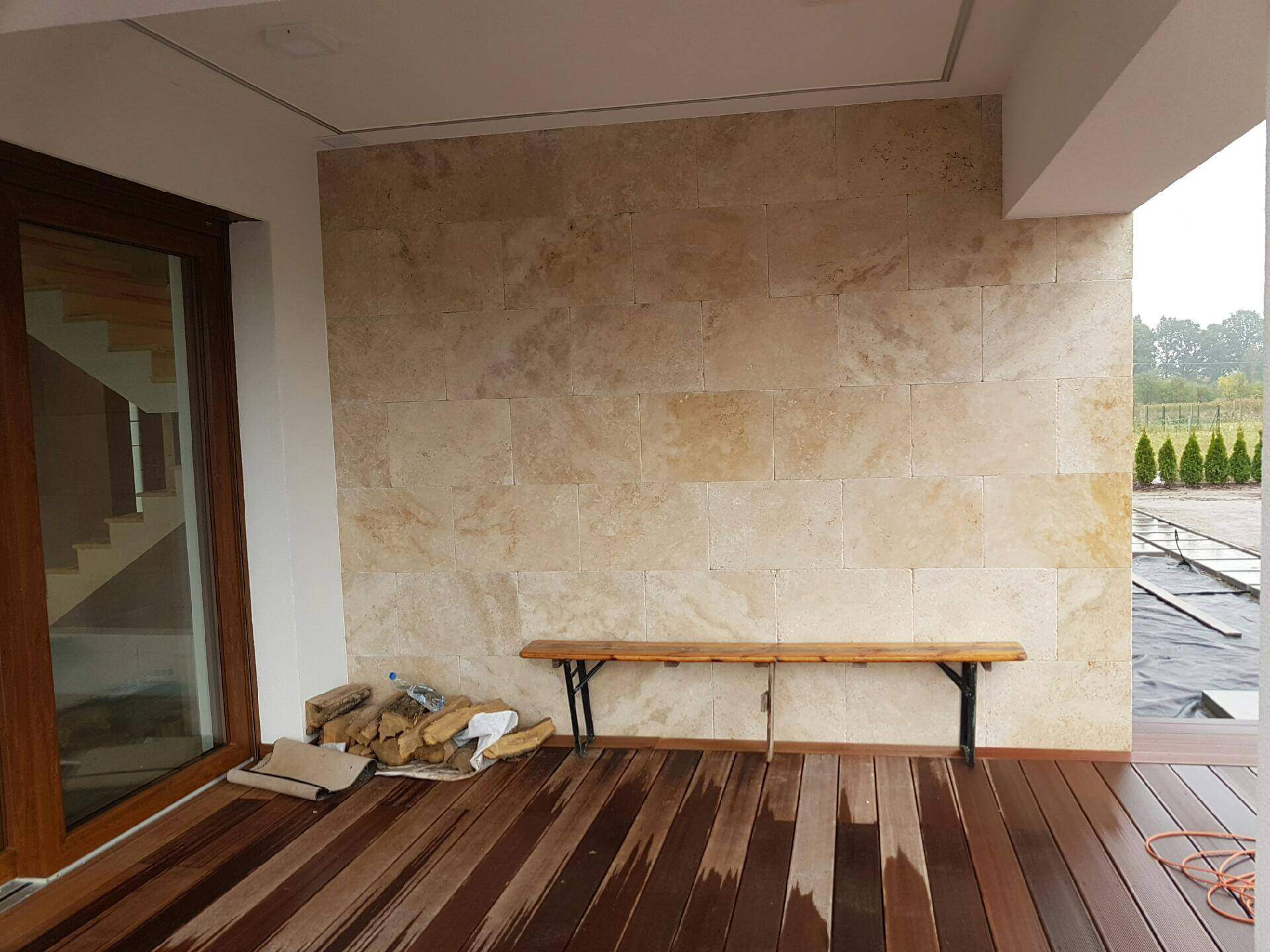Pytki trawertynowe na elewację i ścianę
