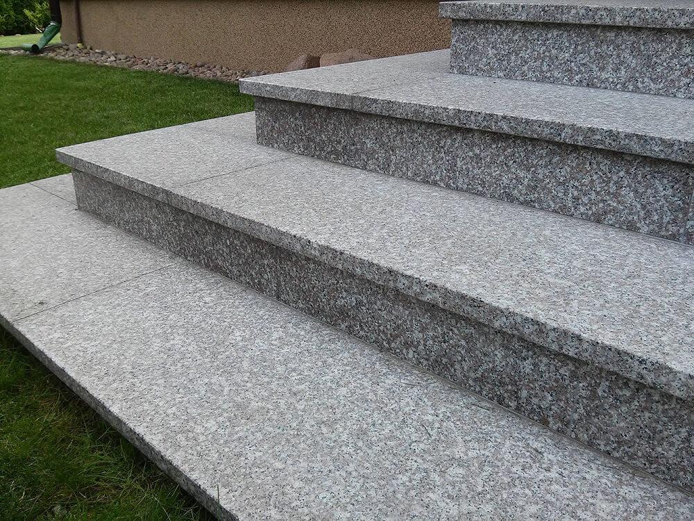 płytki kamienne granitowe schody naturalne brąz królewski